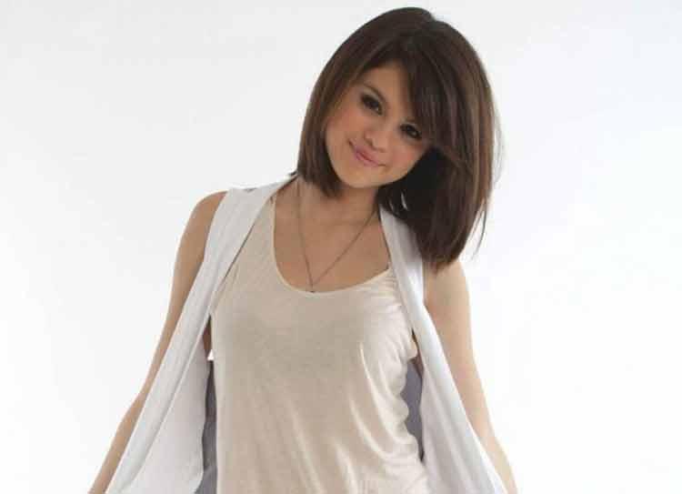 model rambut pendek keriting gantung sesuai bentuk wajah