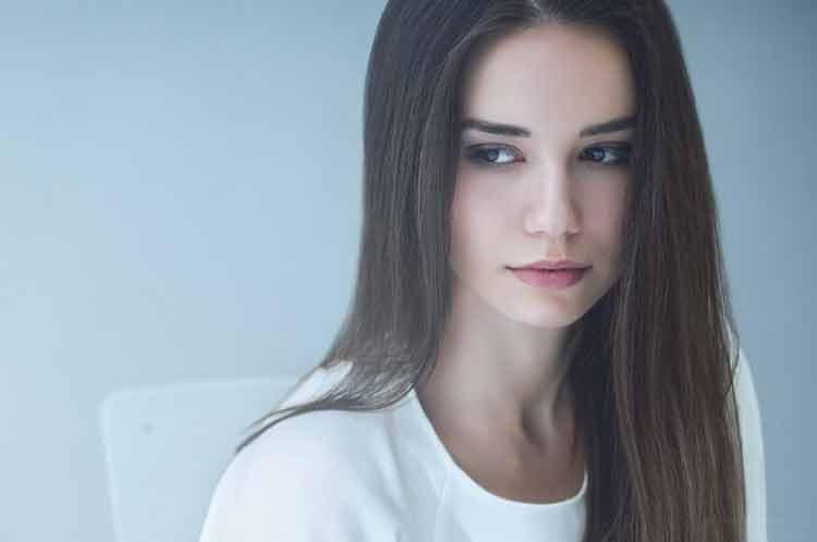 model rambut panjang lurus untuk wajah bulat